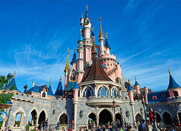 "<p><span style=""font-size: 0.9em;"">Experience<br />2 fantastic theme <strong><span style=""font-size: 1.1em;"">PARKS</span></strong><br />at Disneyland® Paris</span></p>"